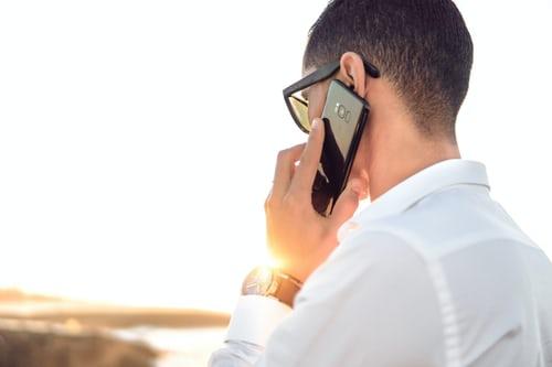 Stappen van het maken van een zakelijk telefoongesprek