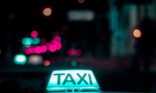 De voor- en nadelen van het nemen van een taxi